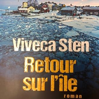 https://www.albin-michel.fr/ouvrages/retour-sur-lile-9782226318237