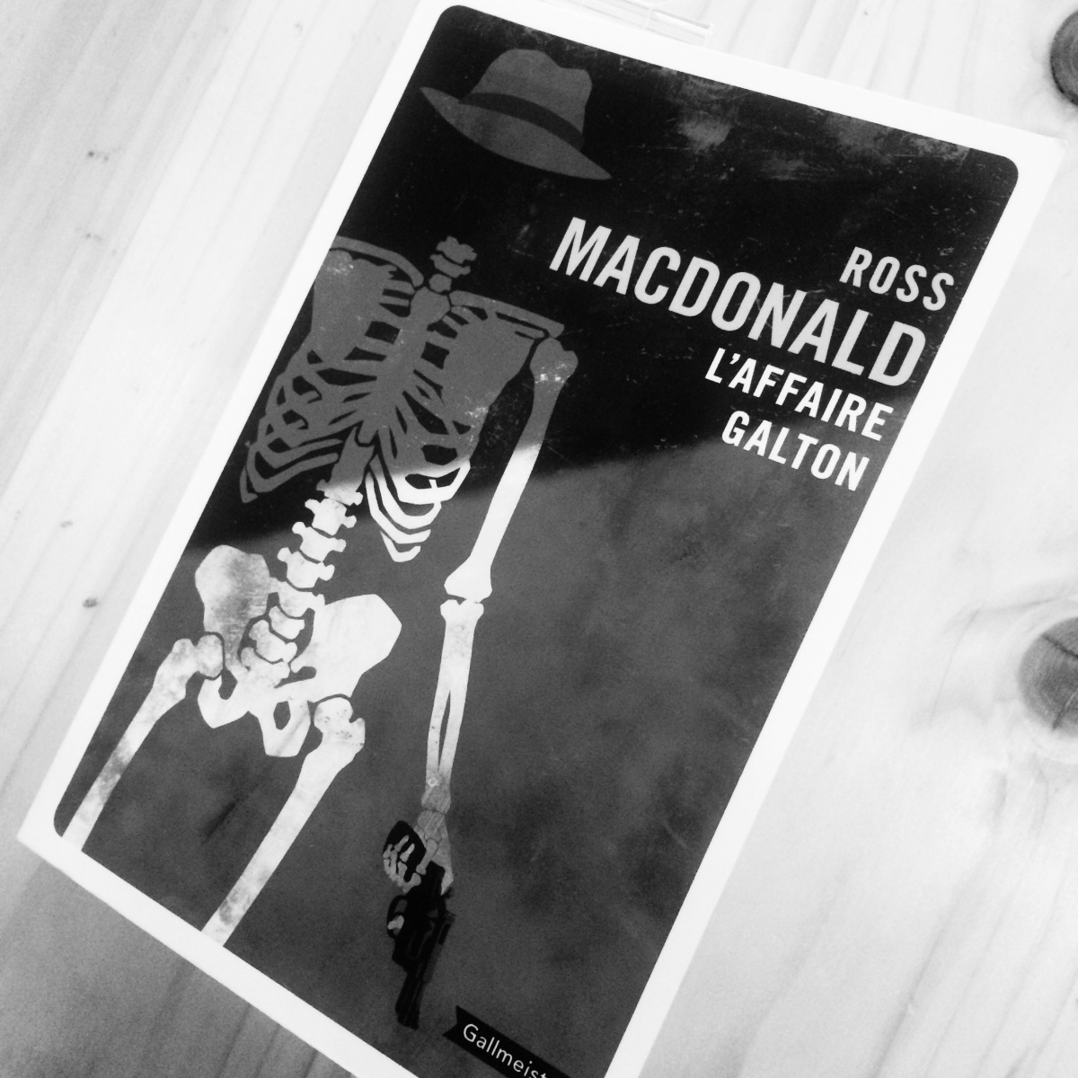 L'affaire Galton, Ross Macdonald